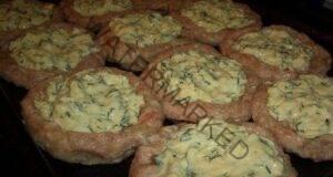 Лесна рецепта за вкусни гнезда от кайма и сирене