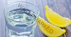 Лимонена вода: Грешката, която допускат милиони хора всяка сутрин!