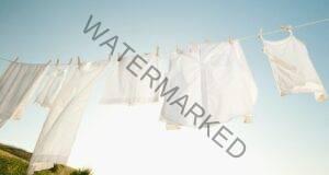 Как белите дрехи да останат такива и след пране? Супер съвети!