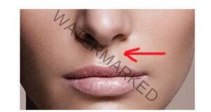 Какво означава вдлъбнатината между горната устна и носа?