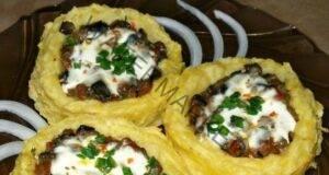 Картофени гнезда с гъби в чесново-сметанов сос