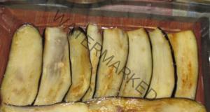 Пилешки гърди, запечени с патладжани и домати