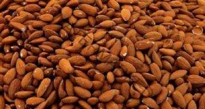 Какво ще се случи с тялото ви, ако изяждате по 4 бадема всеки ден?