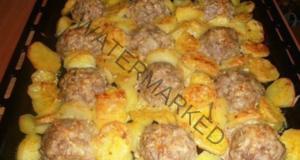 """Месни """"таралежи"""" с картофи под коричка от сирене"""
