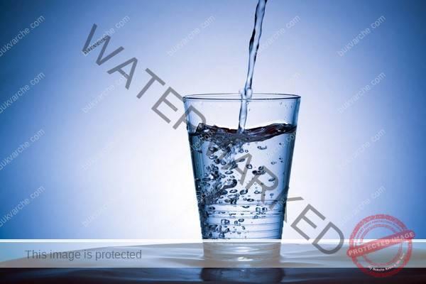 Чаша топла вода: Защо трябва да е първото нещо, което пием сутрин