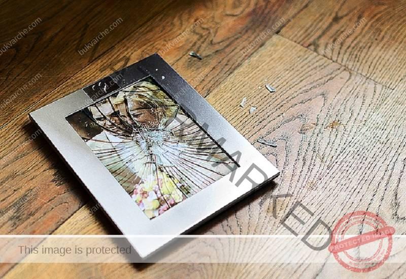 Ето защо не трябва да съхранявате снимки на мъртвите в семеен албум!
