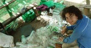 Не е за вярване какво направи този мъж от пластмасови бутилки!