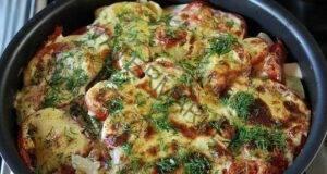 Много вкусни тиквички, запечени с домати под яйчена заливка