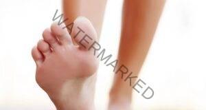 Бързо справяне с настинката: Намажете стъпалата си с това!