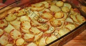 Картофена запеканка: Вижте какво добавя тя вместо месо!