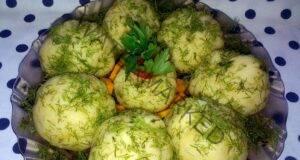 Оригинални топки-изненада от картофи и херинга