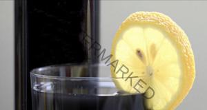 Детокс-лимонада с активен въглен след преяждане или препиване