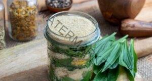 Невероятни ползи за здравето: Живовляк със захар или мед
