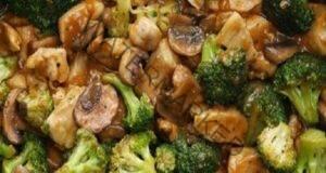 Пиле с броколи и гъби в сос - идеалната комбинация