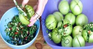 Вкусно: Пълнени зелени домати с чесън за зимата