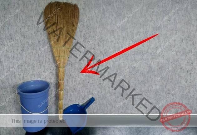Ето защо метлата трябва да стои с дръжката надолу в ъгъла