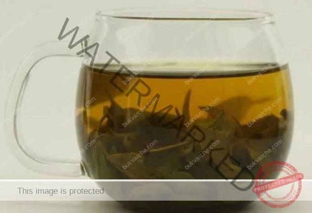Болки в ставите и костите: лесна рецепта с дафинов лист