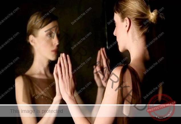 Когато сте пред огледалото, не правете тези неща!