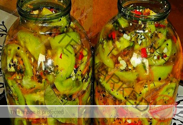 Пикантни зелени домати - невероятни за зимата