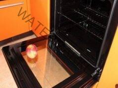 Вратата на фурната може да бъде почистена лесно и евтино