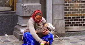 Децата на просяците спят винаги, когато ги носят на ръце. Ето защо