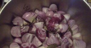 Домашен сироп за кашлица с червен лук и дафинов лист
