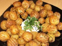 Пресни картофи с чесън и розмарин на тиган - бързо и вкусно
