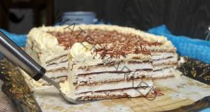 Домашна сметанова торта с бисквити и шоколад