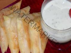 Триъгълници със сирене и специален сос: страхотно предястие