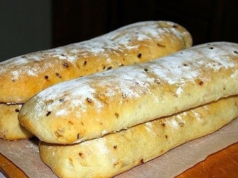 Чиабата с лук - въздушен и ароматен италиански хляб