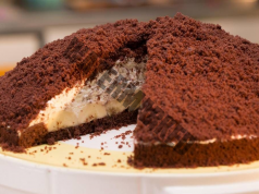 Бананова торта с шоколадов вкус - страхотна идея за изискан десерт