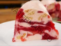 Десерт с ягоди и крема сирене, готов за 5 минути, без печене