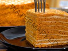 """Торта """"Медовик"""": мързелива рецепта, готова за 30 минути"""