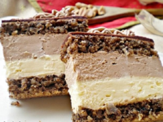 Домашна торта с орехи и два вида крем. Изяжда се за нула време