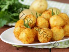 Картофени топки с кренвирш и сос - вкусна идея за обяд