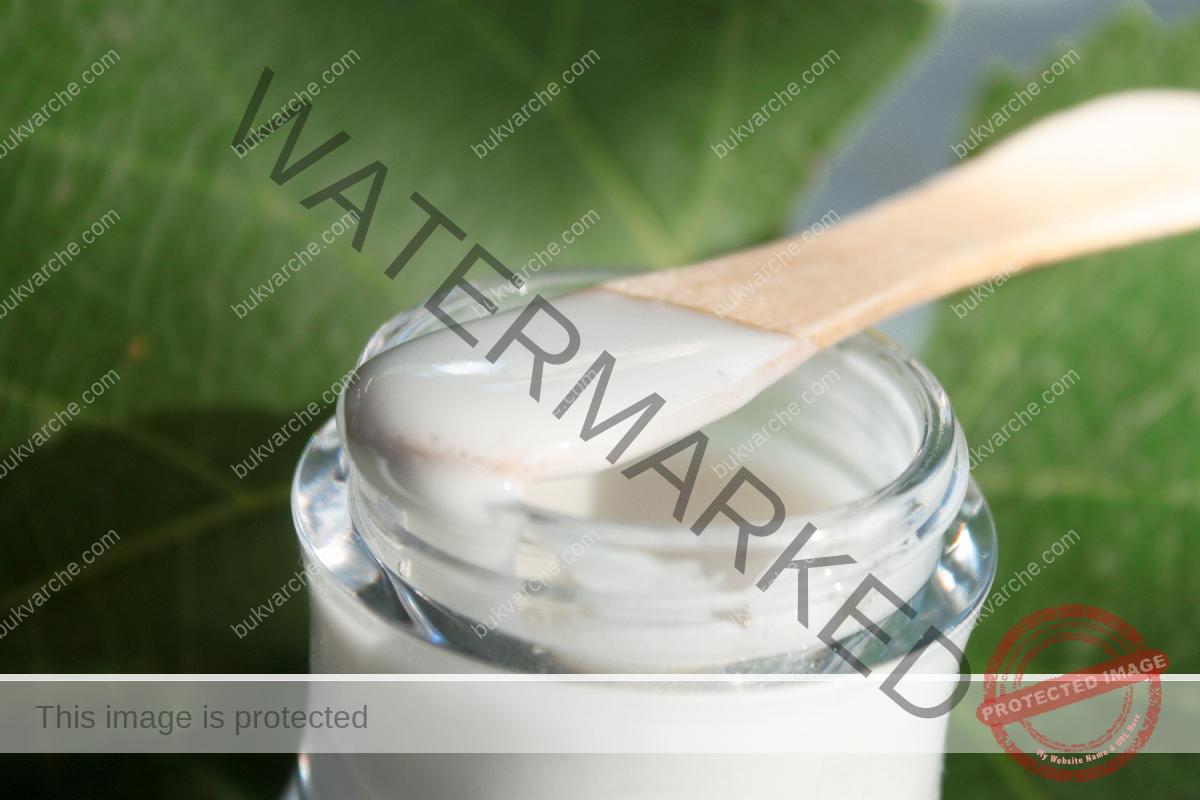 Домашен крем против бръчки. Лесна рецепта от достъпни съставки