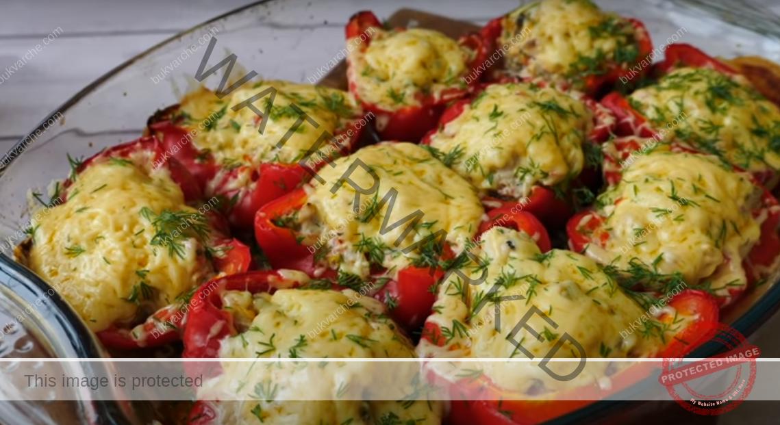Пълнени чушки с пилешко месо, домати и майонеза