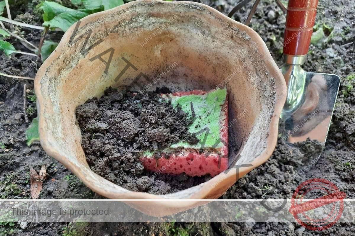 Гъбите за миене на съдове могат да се използват и в градината