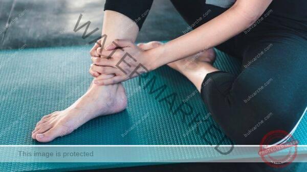 Болката в краката ще изчезне ако ги поставите в сапунена вода