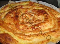 Домашна баница със сирене, яйца и кисело мляко