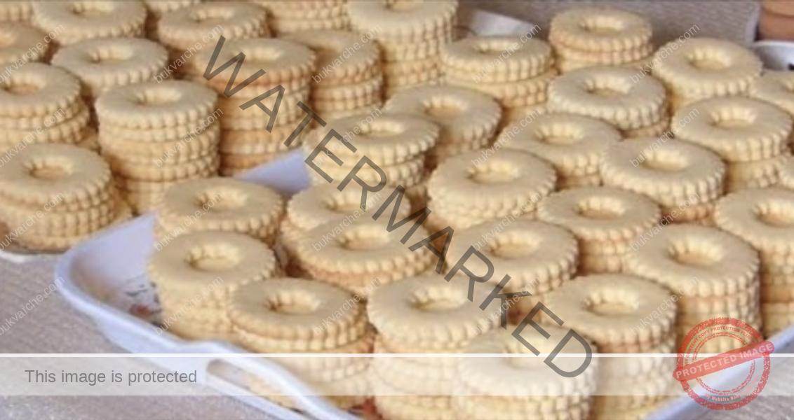 Домашни маслени бисквити с пудинг и сладко по ваш вкус