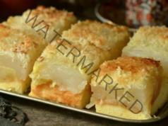 Пандишпанов сладкиш с ябълки, пудинг и кокос