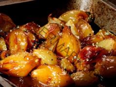 Рецепта за печен лук с букет от ароматни подправки