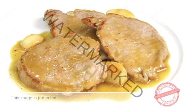 Свинско филе на тиган с чесън и месен бульон. Рецепта