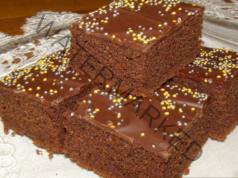 Сладкиш с лешници, много какао и заквасена сметана
