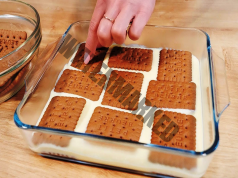 Торта с шоколадови бисквити и кондензирано мляко