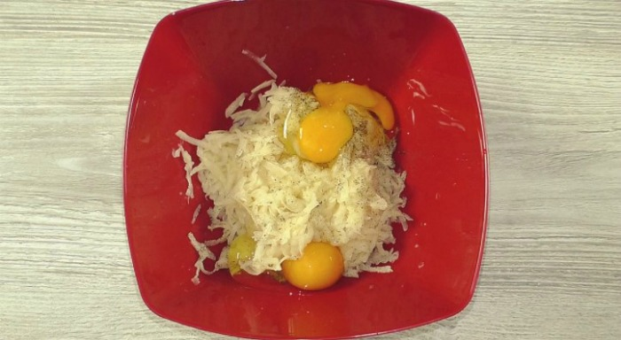 Палачинка от картофи и яйца с пълнеж от шунка