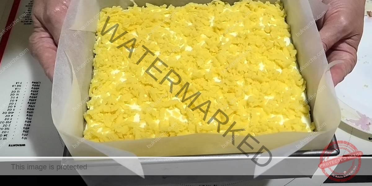 Сладкиш със замразено тесто и нежен ванилов крем