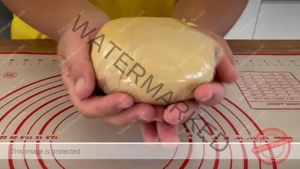 Сладки със заквасена сметана и вкусна поръска
