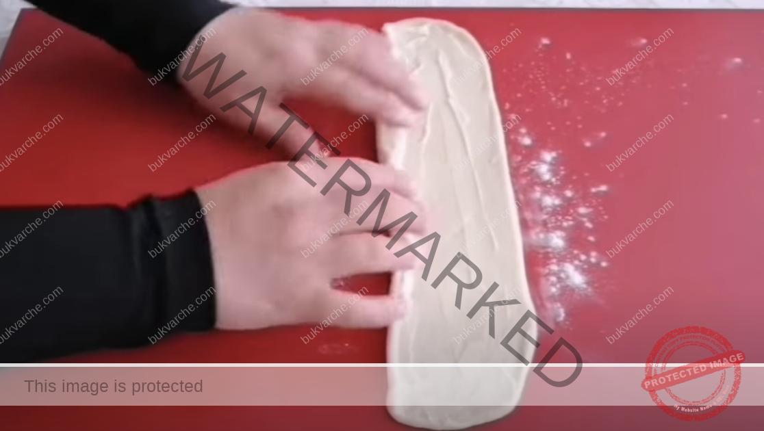Чеснови питки с пълнеж от крема сирене и магданоз